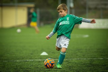 foto kind fussball